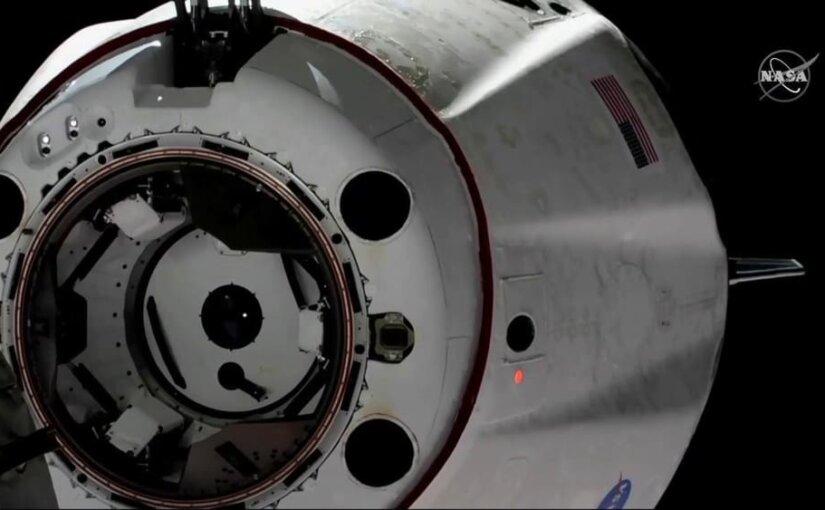Корабль Crew Dragon компании Илона Маска успешно отстыковался от МКС