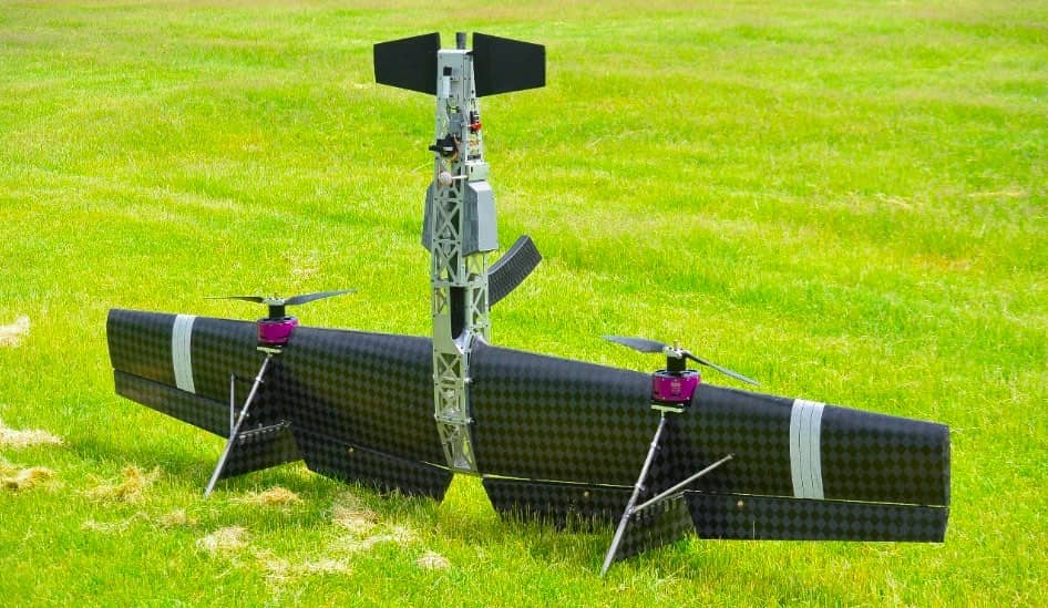 Беспилотный летательный аппарат (БПЛА), оснащенный самозарядным дробовиком