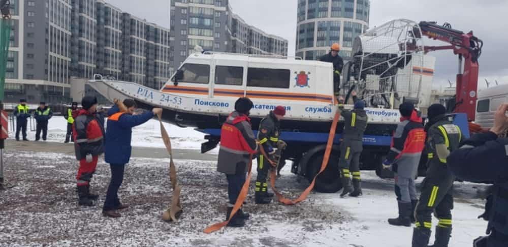 Спецоперация по спасению унесённых на льдине рыбаков