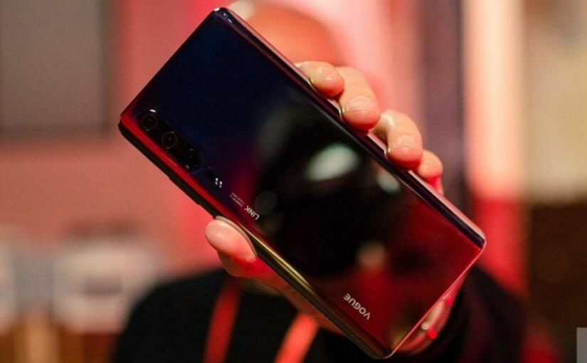 Смарфтон с «суперзумом» Huawei готовится представить 26 марта
