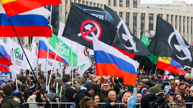 Москва. Участники митинга против изоляции рунета на проспекте Сахарова