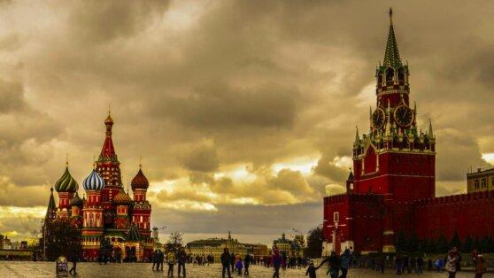 Безветренная погода и повышенное атмосферное давление ждут москвичей