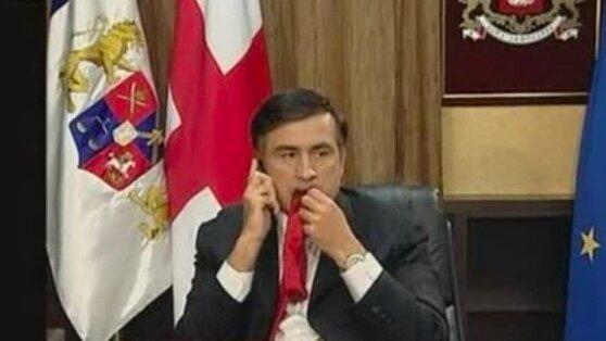Просто привычка: Саакашвили рассказал, почему жевал галстук