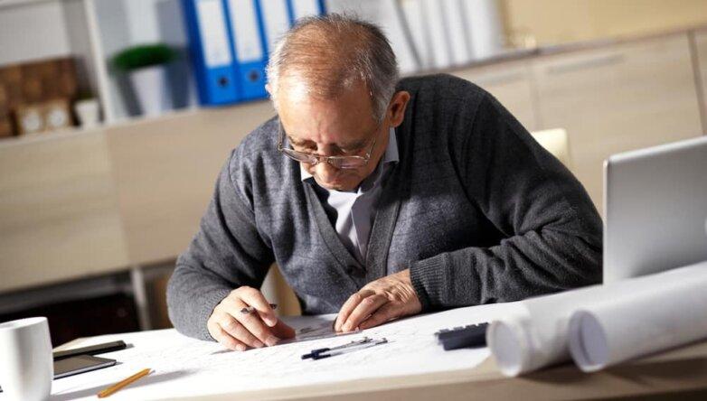 Пожилой, старый, рабочий, пенсионного возраста, инженер