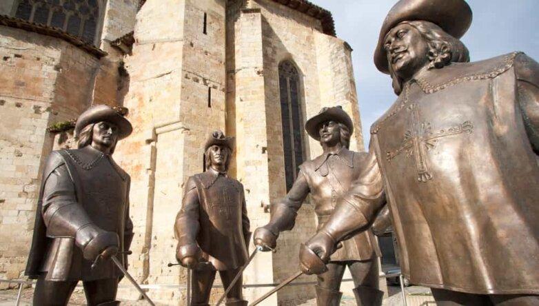 Статуи д'Артаньяна и трёх мушкетёров, Гасконь, Франция