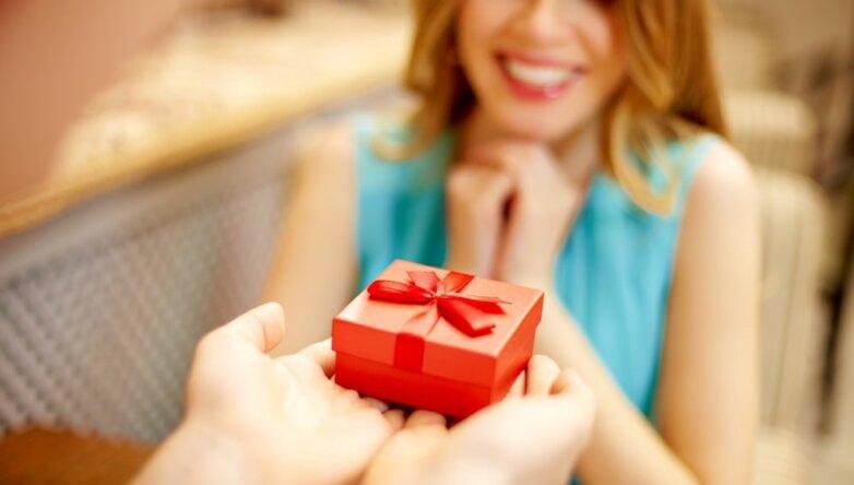 Подарок, праздник