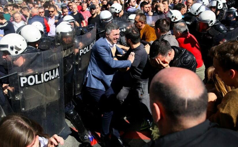 Протестующие вновь потребовали отставки президента Сербии