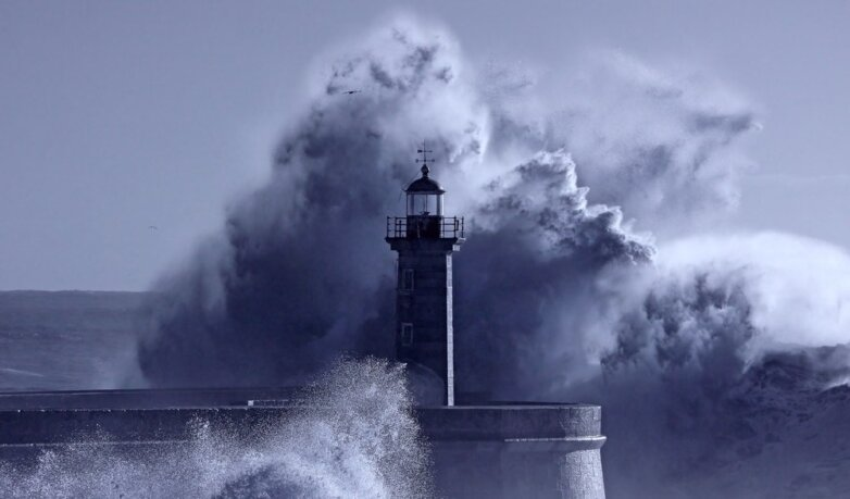 Шторм маяк море океан