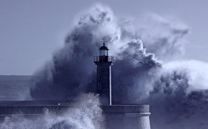 Девятиметровые волны могут обрушиться на берега Камчатки