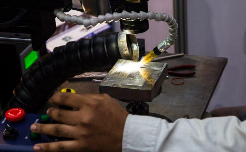 В университете Heriot-Wattсоединили металл и стекло сваркой с помощью лазера