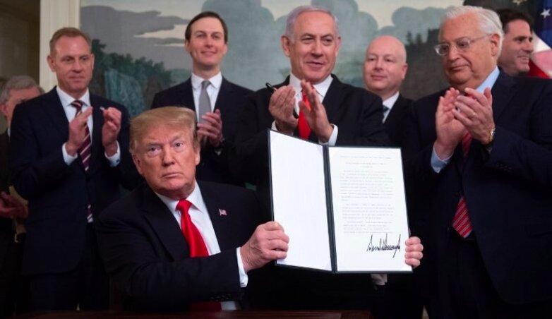 Трамп подписал признание США суверенитета Израиля над Голанскими высотами