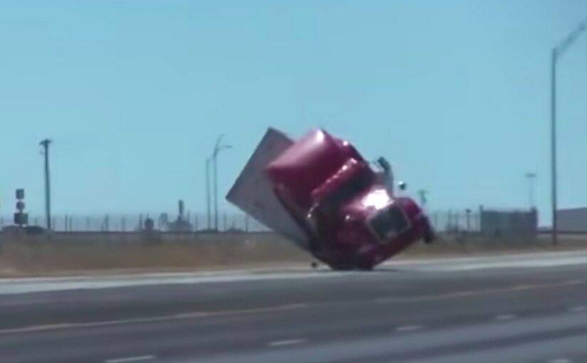 Унесенный ветром с трассы грузовик сняли на видео в США