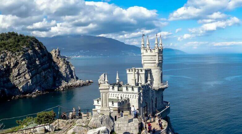 """Крым, замок """"Ласточкино гнездо"""" на мысе Ай-Тодор"""