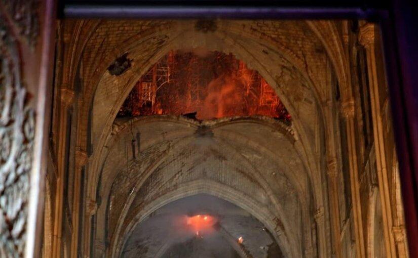Опубликованы первые фотографии из сгоревшего собора Парижской Богоматери