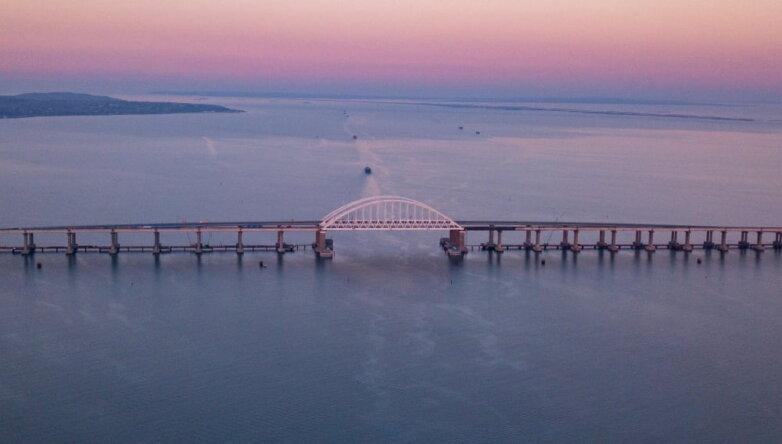 Судоходная часть Крымского моста