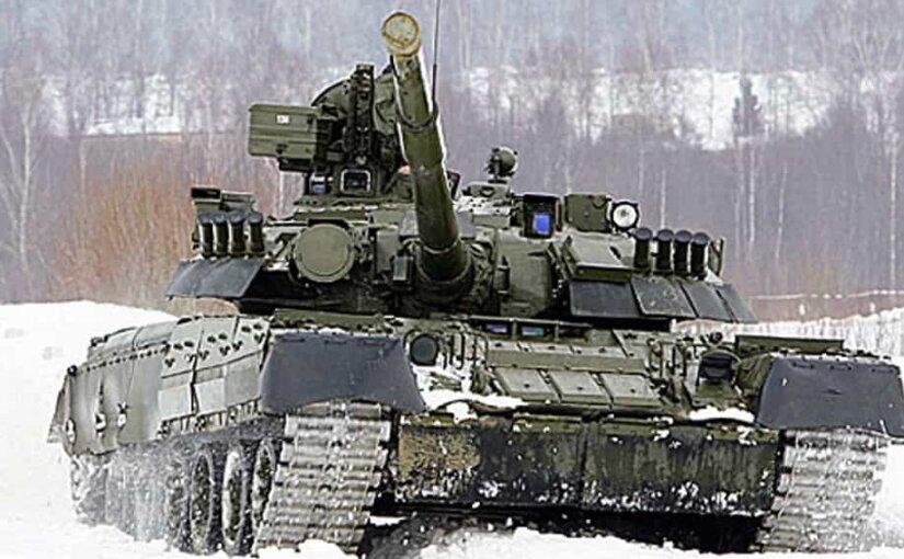 В Сети появилось видео, как танк Т-80 стреляет поленом