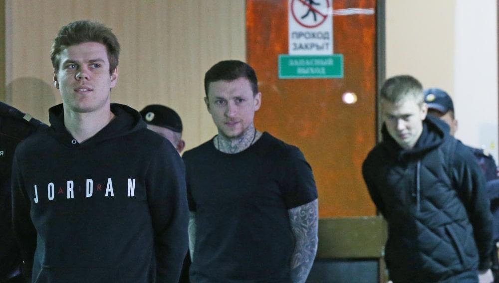 Футболисты Александр Кокорин, Павел Мамаев и брат А. Кокорина Кирилл Кокорин (слева направо)