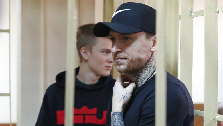 Футболист Павел Мамаев и брат футболиста А.Кокорина Кирилл Кокорин (справа налево)