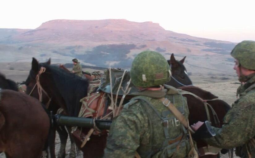 Видео: На учениях в горах минометы доставили к месту стрельб на «волчьих шкурах»