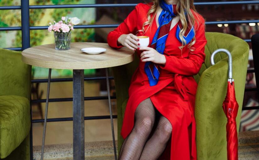 Весна 2019 диктует москвичкам моду на плащи и тренчи