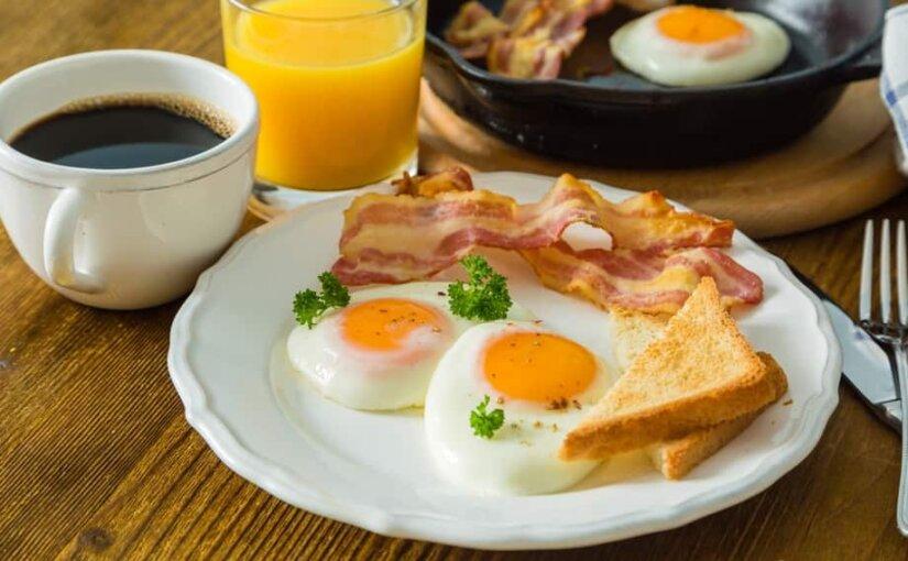 Bloomberg: в Москве можно заработать на завтрак за десять минут