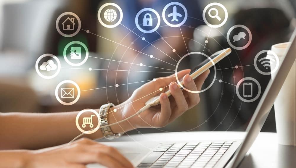 Интернет, сеть, телефон, ноутбук