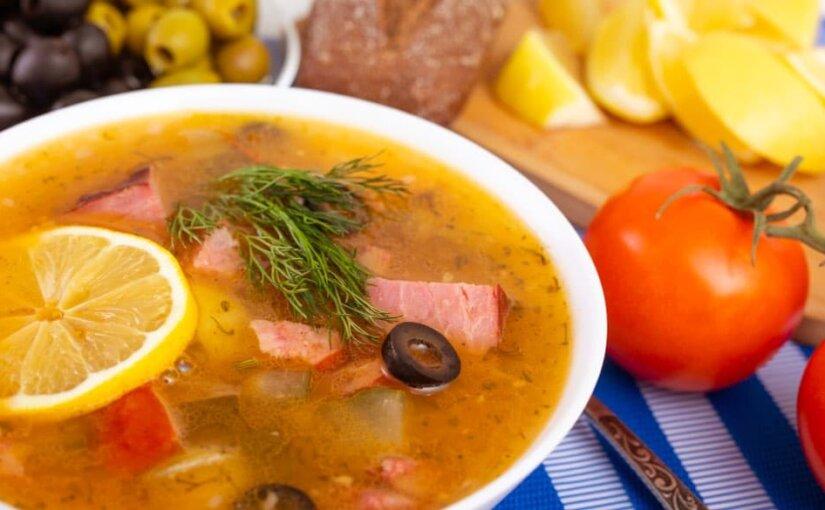 Диетологи назвали самые вредные и полезные супы в России