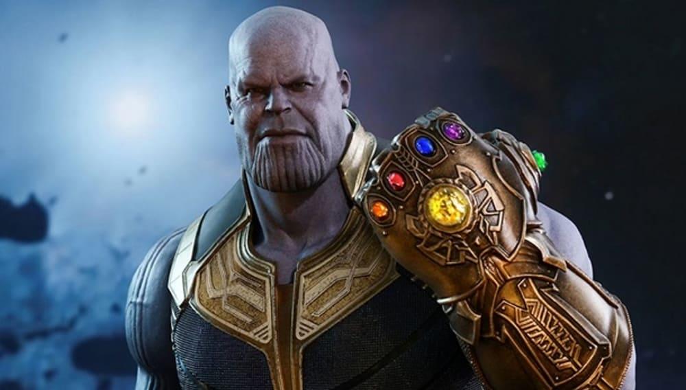 Злодей вселенной Marvel Танос с «Перчаткой бесконечности»