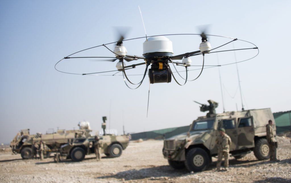 Боевой военный дрон квадрокоптер