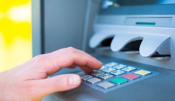 Стали известны самые популярные мошенничества через банкоматы