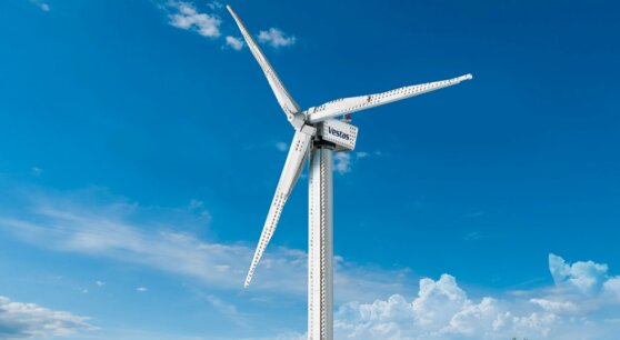 Из конструктора LEGO построили гигантскую ветряную турбину