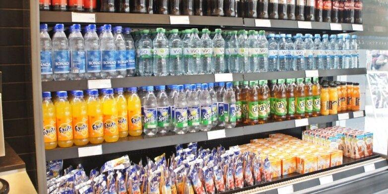 Минеральная вода, сок, магазин