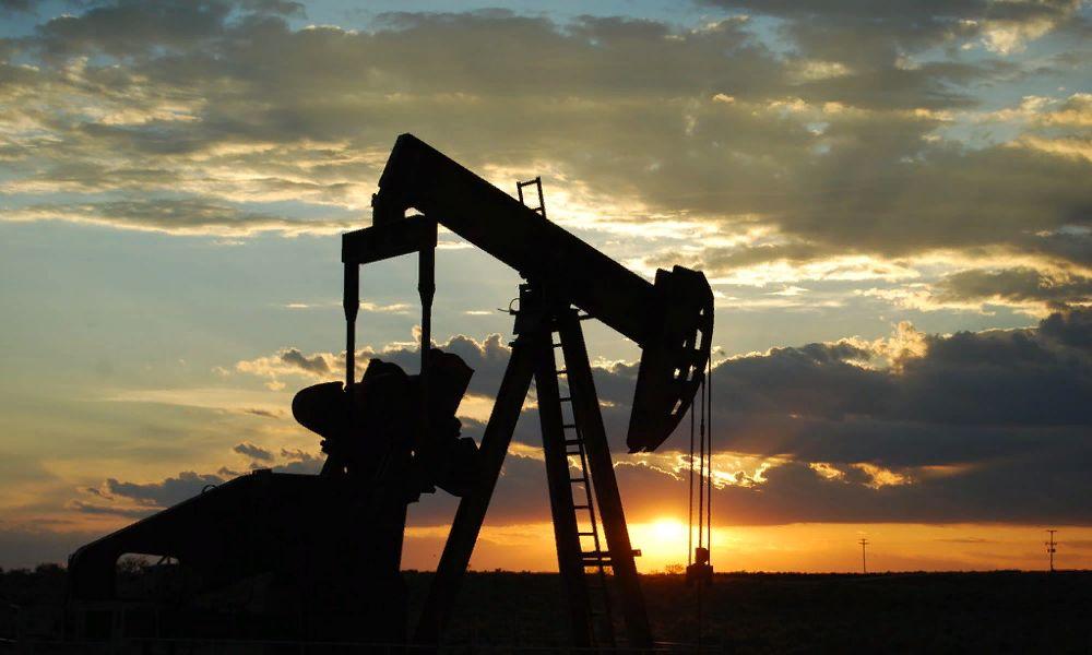 Нефтяная вышка, нефть месторождение