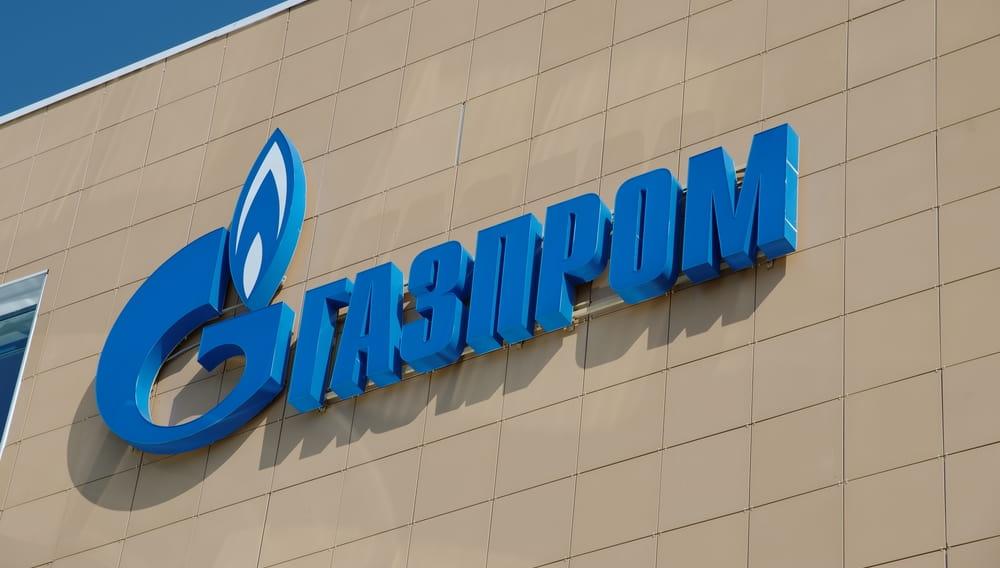 Газпром логотип на стене