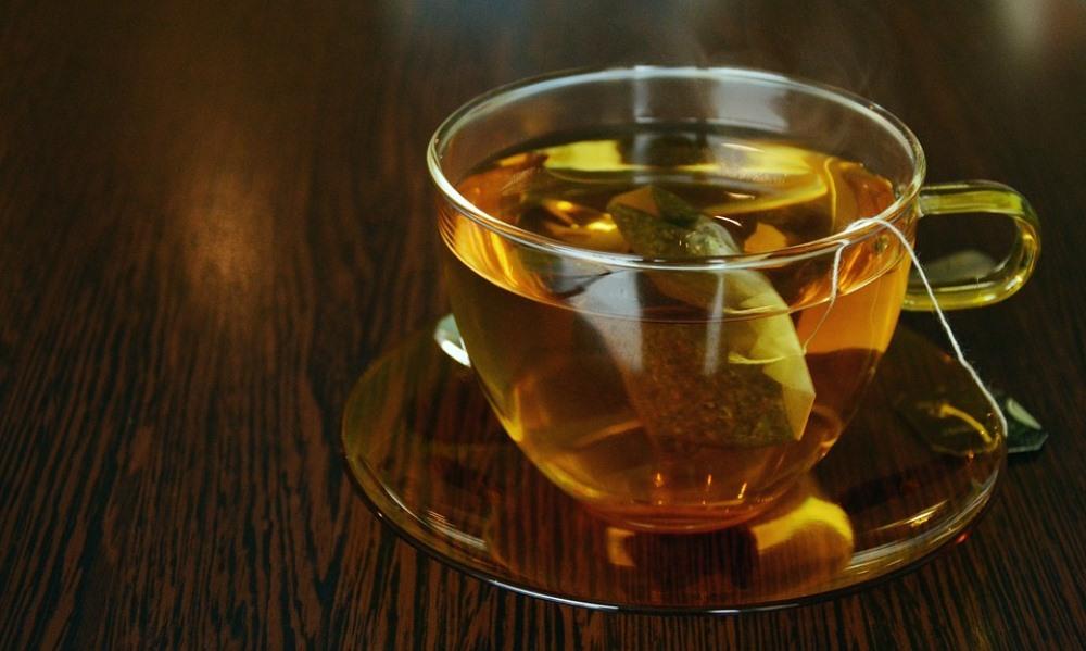 Медики рассказали, можно ли пить чай после алкоголя