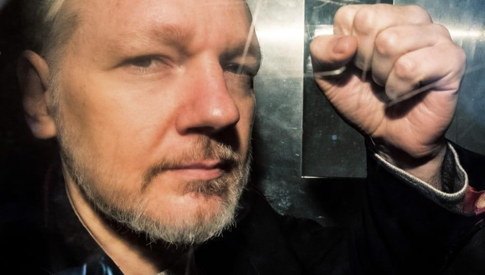В Швеции прекратили дело против Ассанжа