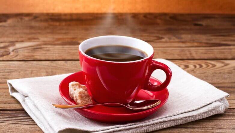 Чашка кофе красная