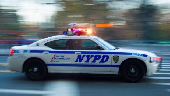 Власти Нью-Йорка ввели комендантский час