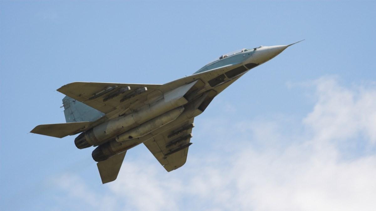 На видео попало экстремальное снижение МиГ-29