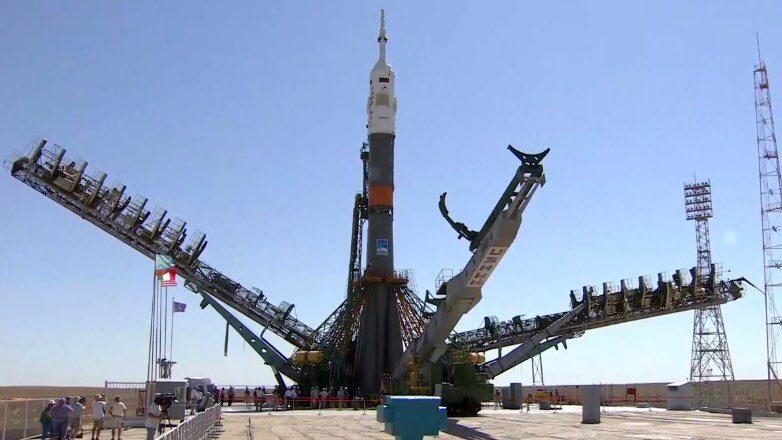 «Союз-ФГ» с кораблем «Союз МС-13» на стартовой площадке