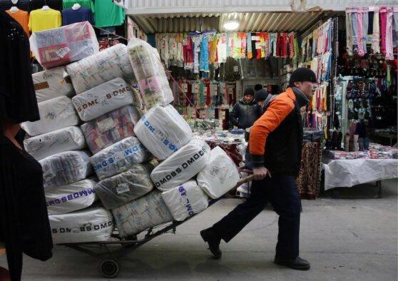 Продавцы популярного столичного рынка одежды не испытывают угрызений совести за торговлю подделками