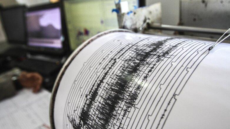 Землетрясение сейсмограф самописец магнитуда
