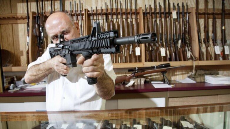 Оружейный магазин оружие продавец