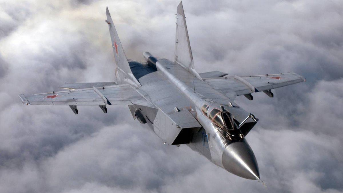 В США объяснили свой страх перед российскими истребителями  МиГ-31 и Су-57