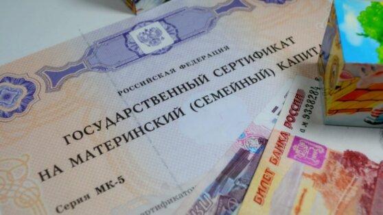 Путин поручил начать выплаты малоимущим семьям с детьми