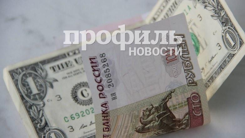 В понедельник вечером рубль подешевел к доллару и евро