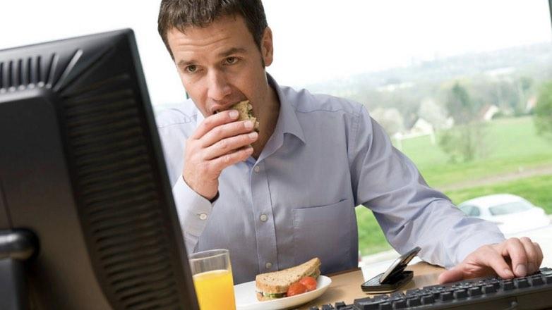 Учёные выяснили, какая работа способствует ожирению