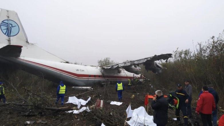 Ан-12 аварийно сел рядом с Львовом