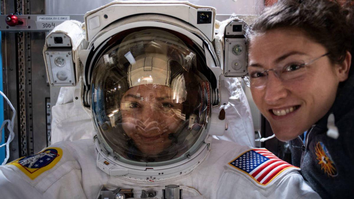 Через несколько часов две американки впервые выйдут в открытый космос