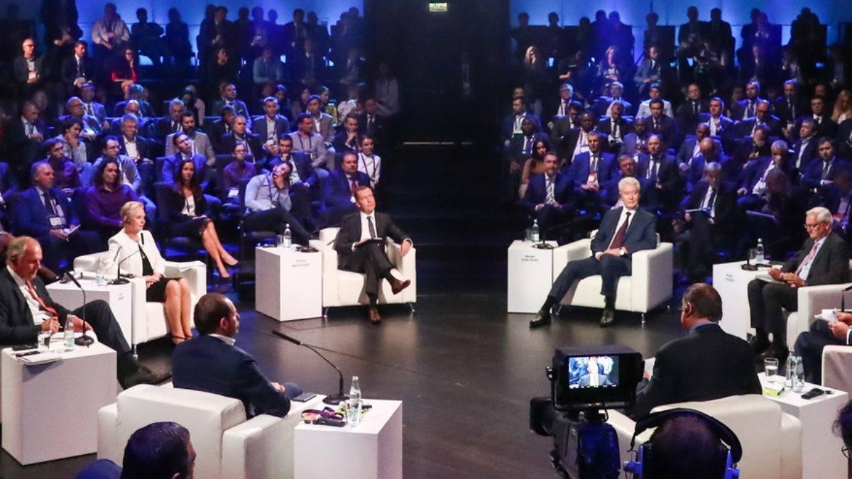 Медведев рассказал о влиянии роботизации на рынок труда